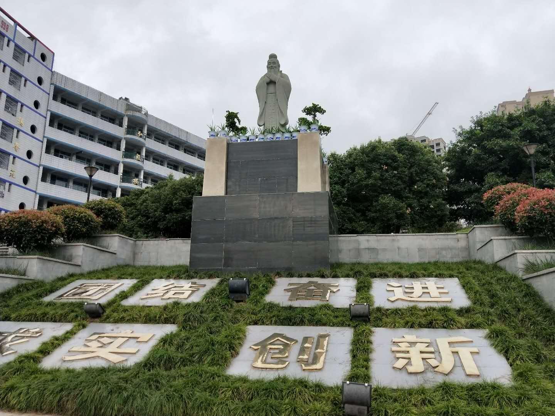 校园人物雕塑