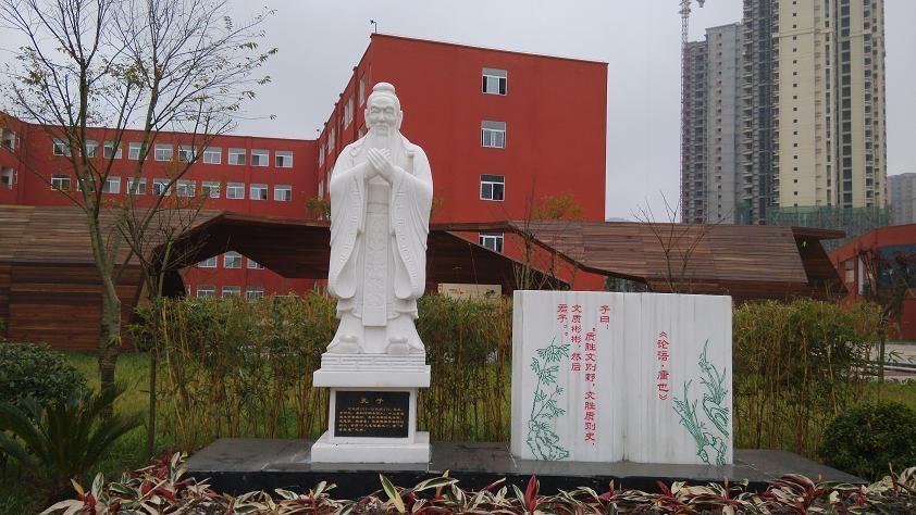 巴中校园孔子雕塑